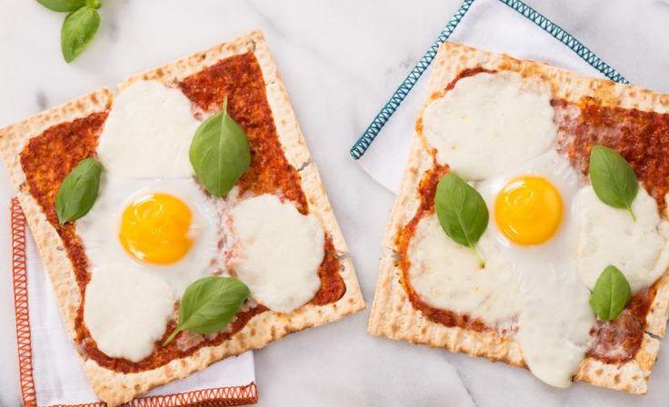 Pizza Margherita aux oeufs sur pain azyme