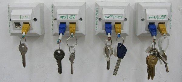 DIY: A True Geek's Key Chain RackKeys Racks, Geek, Ideas, Key Holders, Keys Holders, Diy, Keys Chains, Keychains, Crafts