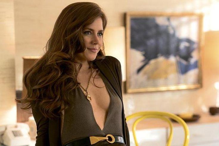 Эми Адамс в шейном украшении из коллекции Gucci Horsebit