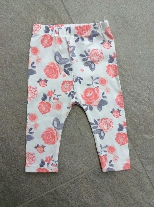Mein Süße Hose / Leggings mit Blumenprint rosa-beigeweiß-grau / Gr. 68 / mit Fleck von dopodopo! Größe 68 für 2,00 €. Schau´s dir an: http://www.mamikreisel.de/kleidung-fur-madchen/leggings/35255036-susse-hose-leggings-mit-blumenprint-rosa-beigeweiss-grau-gr-68-mit-fleck.