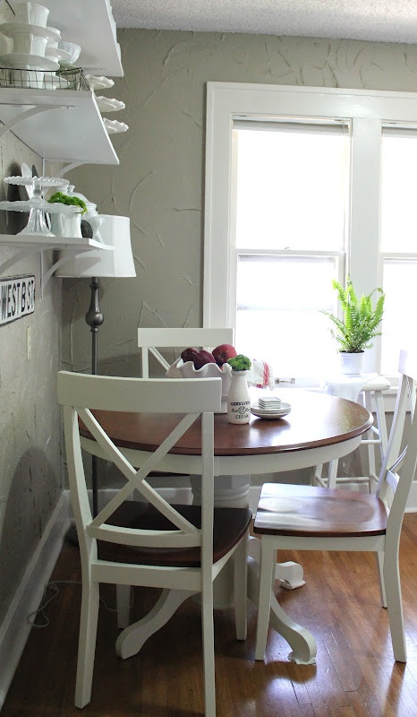 like this round table/chairs (diff color) for eat in kitchen area.