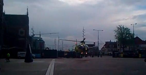 Aanrijding met een persoon op Amsterdam Centraal station, traumaheli landt op Stationsplein. Bekijk de beelden.