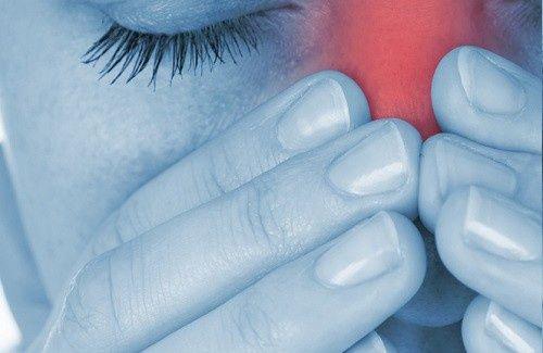 A rinite alérgica ou febre do feno, é uma doença inflamatória crônica da mucosa nasal. 15 a 20% da população mundial sofre desta doença