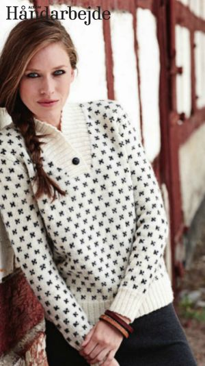 Strikket, kort sweater med et smukt nordisk mønster, der oven i købet er af 100 % økologisk uld. Super smart til den kolde vinter.