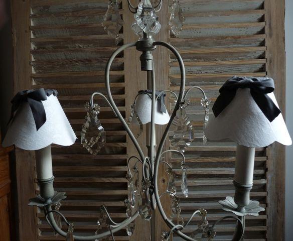 lustre ancien 3 branches pampilles patine beige gris 3 abat jours tissu damass blanc ruban. Black Bedroom Furniture Sets. Home Design Ideas