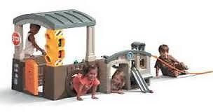 RACE AND REFUEL PITSTOP PLAYHOUSE - Built tough for little roadsters to race