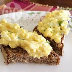 Eiersalade - kan ook met kerrie en bieslook