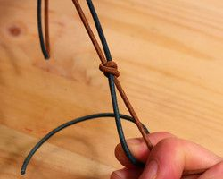 Tying an Adjustable Knot (Technique) - Lima Beads