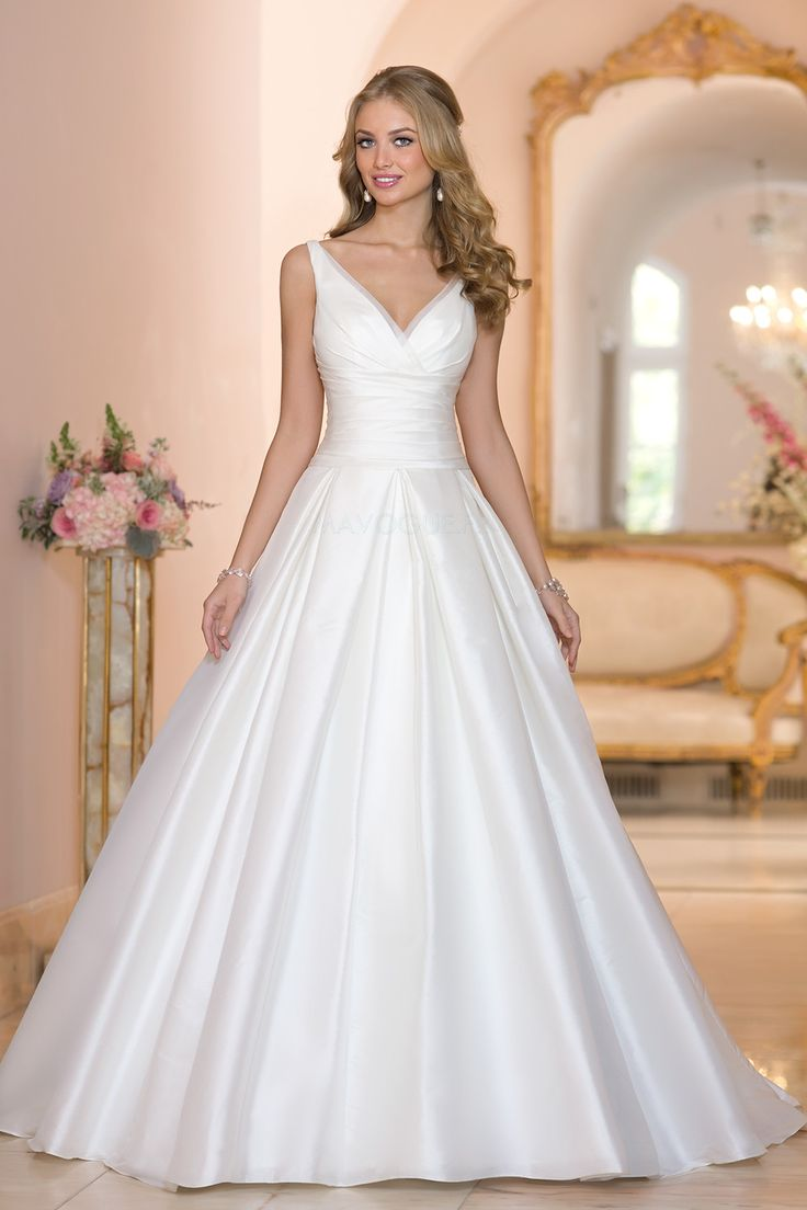 Robe de mariée trapèze sans manches col V en organza                                                                                                                                                                                 Plus