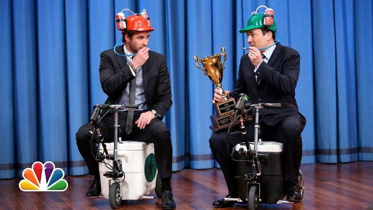 Cooler Scooter Race with Liam Hemsworth (Late Night with Jimmy Fallon) (...