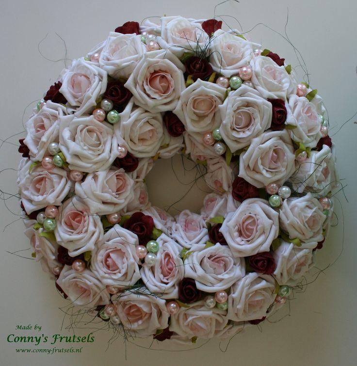 Wreath of roses and pearl beads.  Krans van foam roosjes en en parel kralen in pastel tinten.
