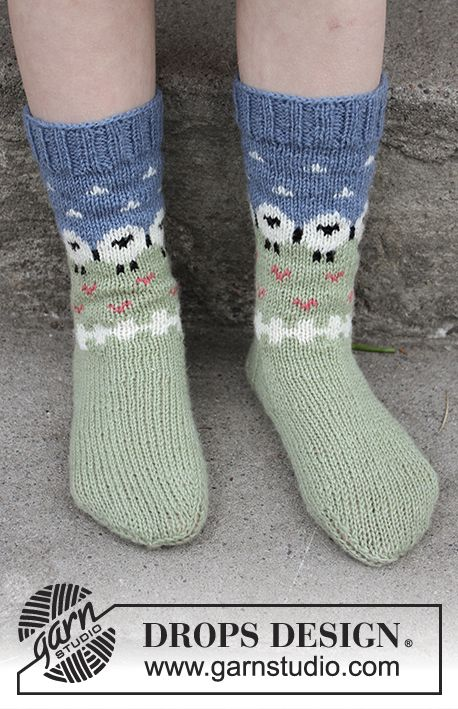 Summer Grazing for kids - Socks with multi-coloured pattern in DROPS Flora. Sizes 24 - 34. Free knitted pattern DROPS Children 28-10