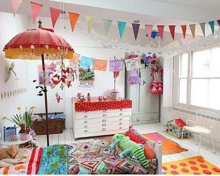 A white children's room gives you all possibilities of colourful decoration.
