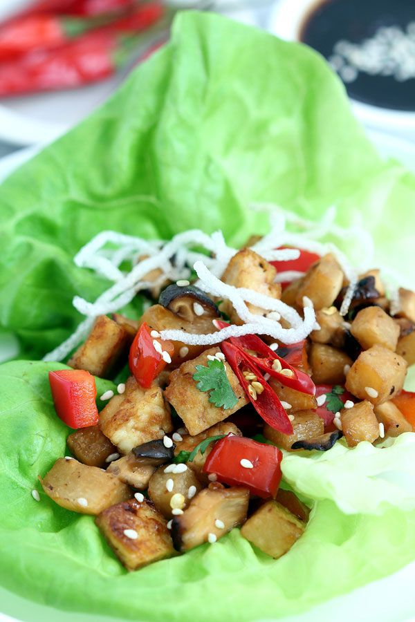 Vegan Lettuce Wraps - easy, delicous and vegetarian lettuce wraps recipe with tofu, mushrooms and veggies. A fun way to eat healthy.