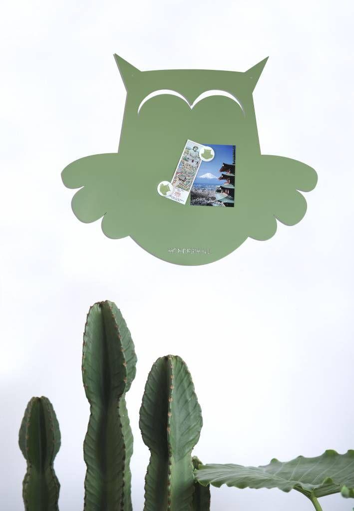 Magneetbord in de vormvan een wijze uil. Leef je creatief uit met foto's, kaartjes en magneetjes. De Wonderwall magneetborden brengen levensvreugde in huis.