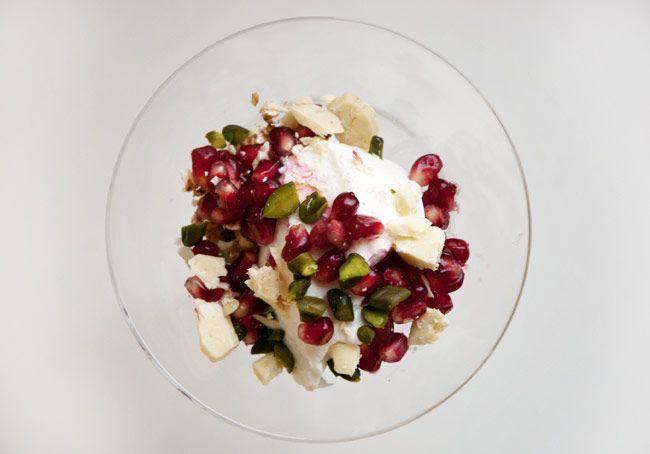Morgenmad med skyr og granatæble  eller en sund dessert