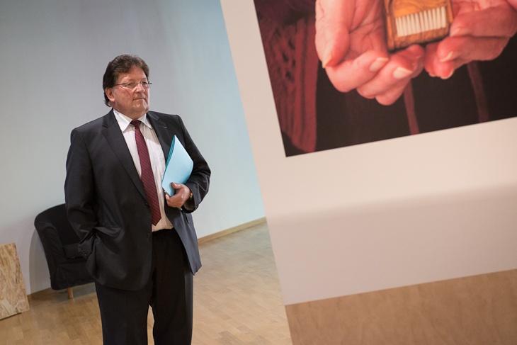 """Guy-Dominique Kennel à l'exposition """"Instant(ané)s"""" à l'Hôtel du Département à Strasbourg. © Denis Guichot / CG67"""