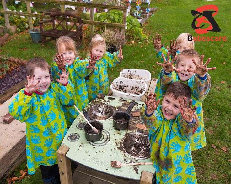 Mud kitchen ideas-Kids love to play cooking games and disguise they are chefs. If you're looking for improving your kids' cooking games, you should make a mud kitchen for them. A mud kitchen is really an outside kitchen and a great process to make an outdoor playhouse for your kids.