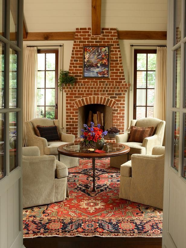 The shape of this fireplace, along with its traditional red brick, gives it a classic look. Fabulous Rug and room