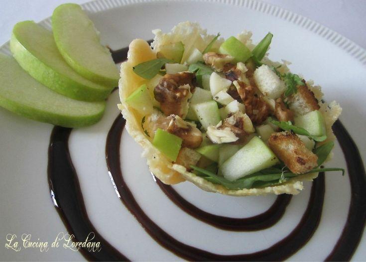 Insalata di valeriana, noci e mele in cestino di parmigiano - la cucina di Loredana
