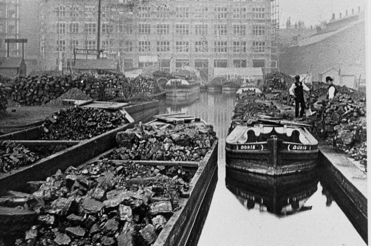 A century ago - Birmingham's canal from way back in 1913 (@birminghammail)