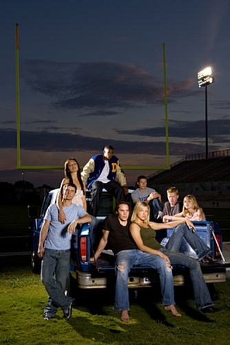 Friday Night Lights <3 so, I recently got into this on Netflix and I must say I can't believe I was missing out on this!