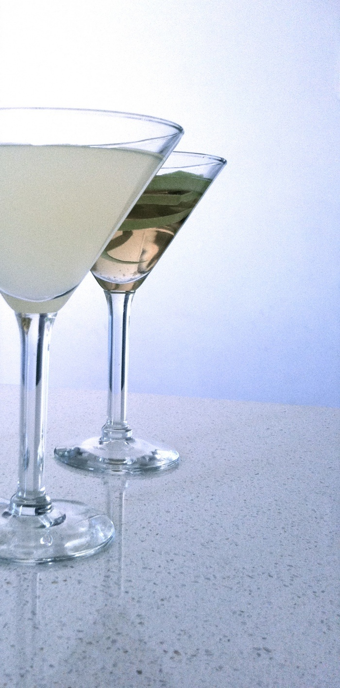 Its cocktail hour so get some beautiful glasses and get creative-Apple Daisy sounds sweet but tastes deadly « Kith & Co