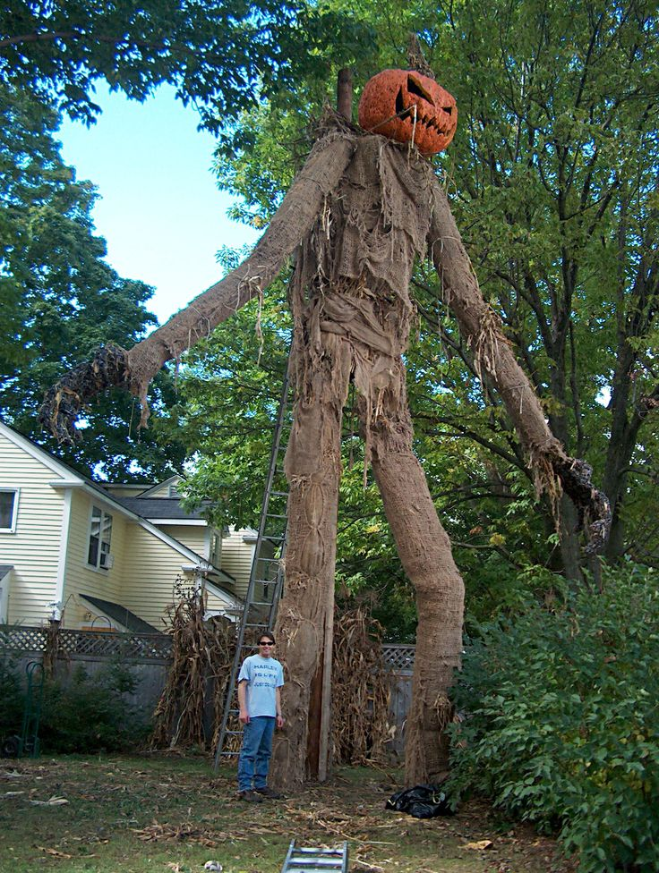 Awesome Giant Scarecrow (With images) Scary halloween