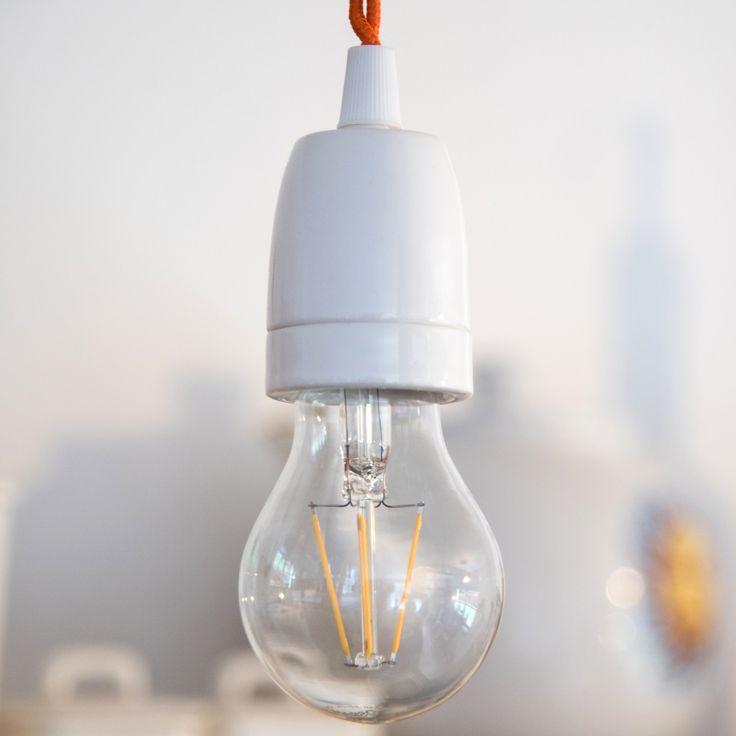 RETRO LED-Filamentbirne in Porzellanfassung und Textilkabel