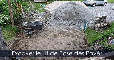 Conseils pour la pose de pavés ou dalles en béton - Installer des pavés - Excavation d'une fondation pour pavés. INstructions : http://www.jardinage-quebec.com/guide/poser-des-paves/pose-de-paves-6.html