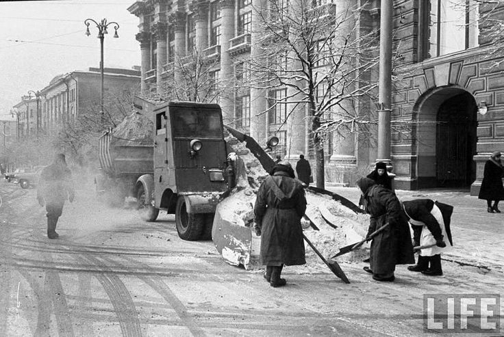 Snow cleaning in 1950s