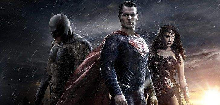 Depois de tanto desespero por parte dos fãs, parece que finalmente teremos o trailer de Batman v Superman em breve… ao menos, é o que indica uma pessoa bem influentedo ramo jornalístico… Como o Projection List já havia indicado há um tempo atrás, nossa primeira ideia de como será Batman v Superman pode vir no …