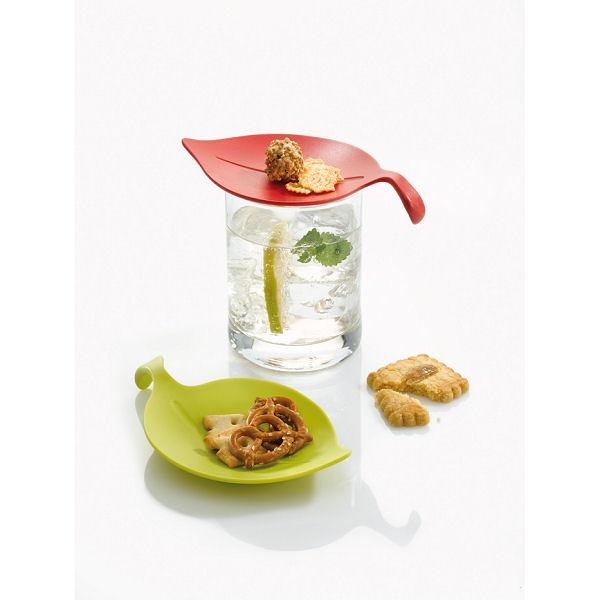 Zestaw 4 przykrywek na szklankę z serii Leaf-On marki Koziol. Produkt został wykonany z najwyższej jakości tworzywa sztucznego. Przykrywki to produkt wielofunkcyjny - może posłużyć również jako mały talerzyk na drobne przekąski.