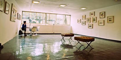 Art Gallery + Boris Viskin + Mies van der Rohe + Isamu Noguchi dining table + Tulip Chairs + Mexico City