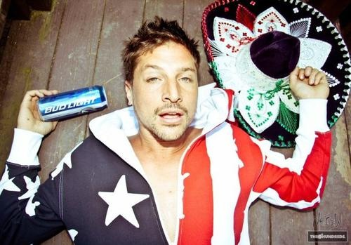 my love for Dirt Nasty (Simon Rex) pretty much sums up all of my life's problems. <3 Him