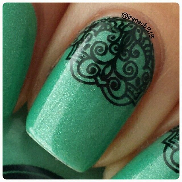 """""""Here's a close up shot to show you how awesome Yoga Pants from @dripdropnailpaint is to stamp with. This is why it's my favorite black to stamp with.…"""""""
