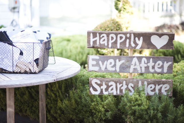 .: Outdoor Wedding, Wedding Ideas, Welcome Signs, Cute Ideas, Happily Ever After, Front Yard, Old Wood, Rustic Wood, Wedding Signs