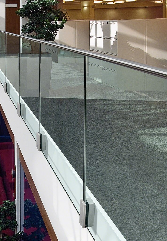 Stair balustrade MOD 0763 Easy Glass® Collection by Q-RAILING ITALIA