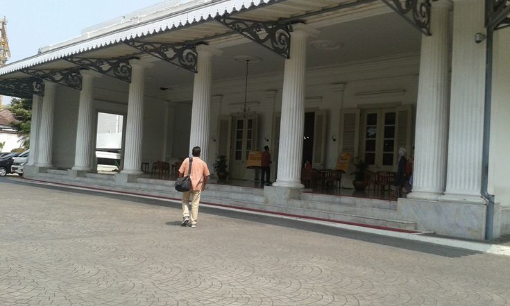 Berikut ini sedikit sejarah dari kantor kerja Gubernur DKI Jakarta yang sudah ada sejak zaman kolonial.  #kantor #jakarta #balaikota