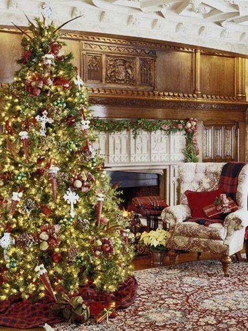 geschmückter weihnachtsbaum üppige dekoration