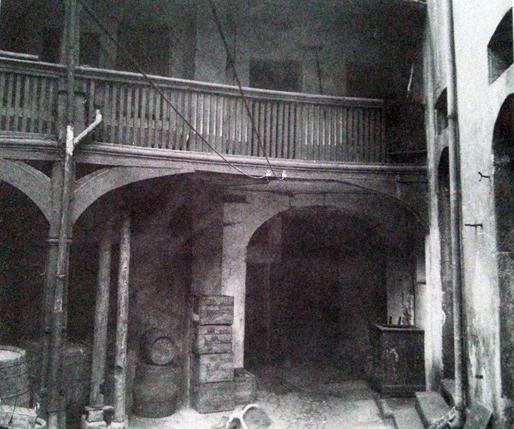 """Hofraum #und #Galerie #im #alten #Gasthaus  #Zum #Stiefel   #Foto #Ju... Hofraum #und #Galerie #im #alten #Gasthaus """"Zum Stiefel"""", #Foto #Juni 1921  Quelle: Illustrierte #Geschichte #der #Stadt #Saarbruecken  #Saarbruecken / #Saarland   Hofraum #und #Galerie #im #alten #Gasthaus """"Zum Stiefel"""", #Foto #Ju... http://saar.city/?p=42617"""
