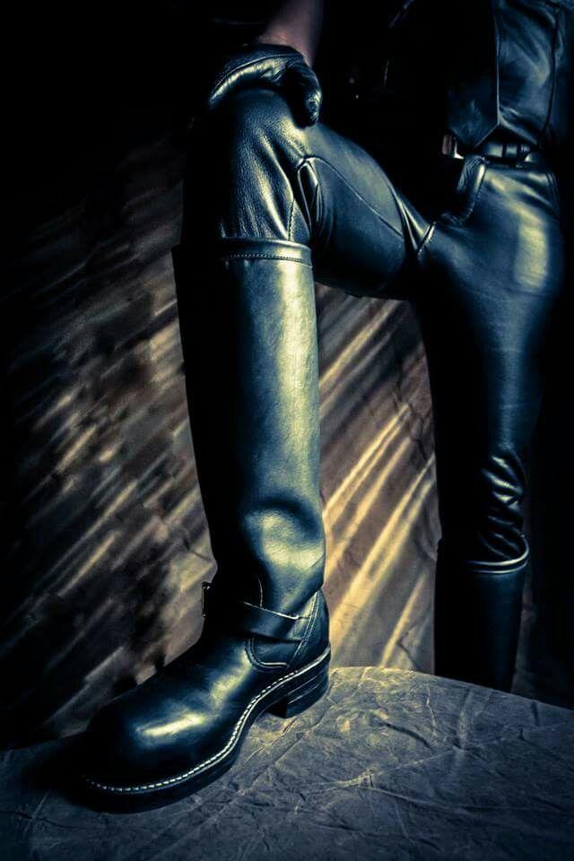 Leather Gay Muircap Master