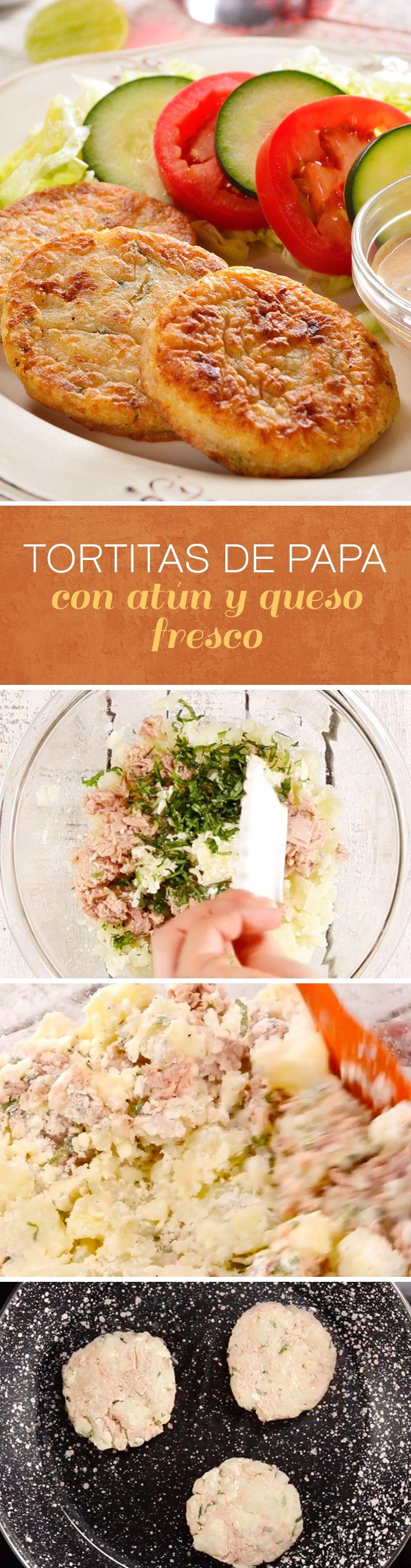 Tortitas de papa con atún y queso para #cuaresma. Sorprende a tu familia con esta receta con papa y queso acompañada de ensalada y aderezo de chipotle.