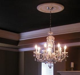 Don't leave your tray ceiling white.  Show it off with a beautiful paint color scheme.  Here are tips on how to select the correct color for your tray ceiling.