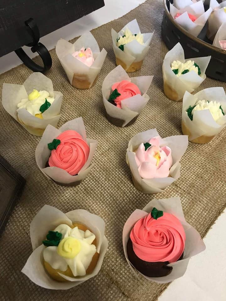 Flower Full Cupcake Icing Tulip Liner With Images Sweet Dreams Bakery Floral Cupcakes Cupcake Icing