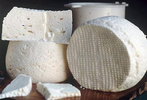 Queijo Minas. Sinto falta... White cheese traditional in Minas Gerais (South East of Brazil), but easily found in other areas of the country.