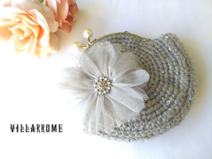 Pequeño bolso gris hecho a mano romántico de ganchillo, boda, fiesta, bohemio, lana gris, boquilla plata, flor gris tul, stras, lentejuelas