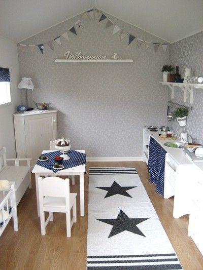 wallpaper in playhouse