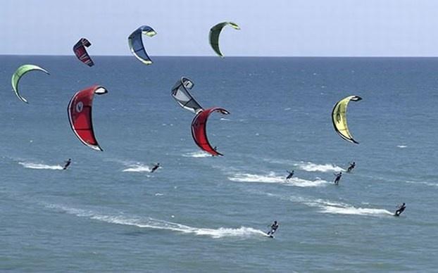 Dal 2016 il kitesurf prende il posto del windsurf. http://www.nuvolari.tv/acqua/kitesurf-diventa-sport-olimpico