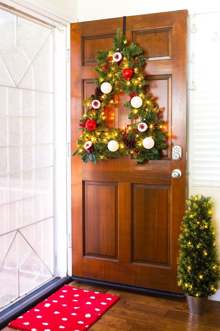 Front door christmas wreaths - Diy Tree Shaped Wreath